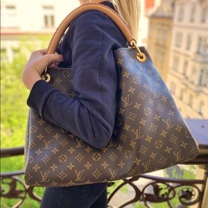 Authentic Louis Vuitton Artsy MM Monogram Bag